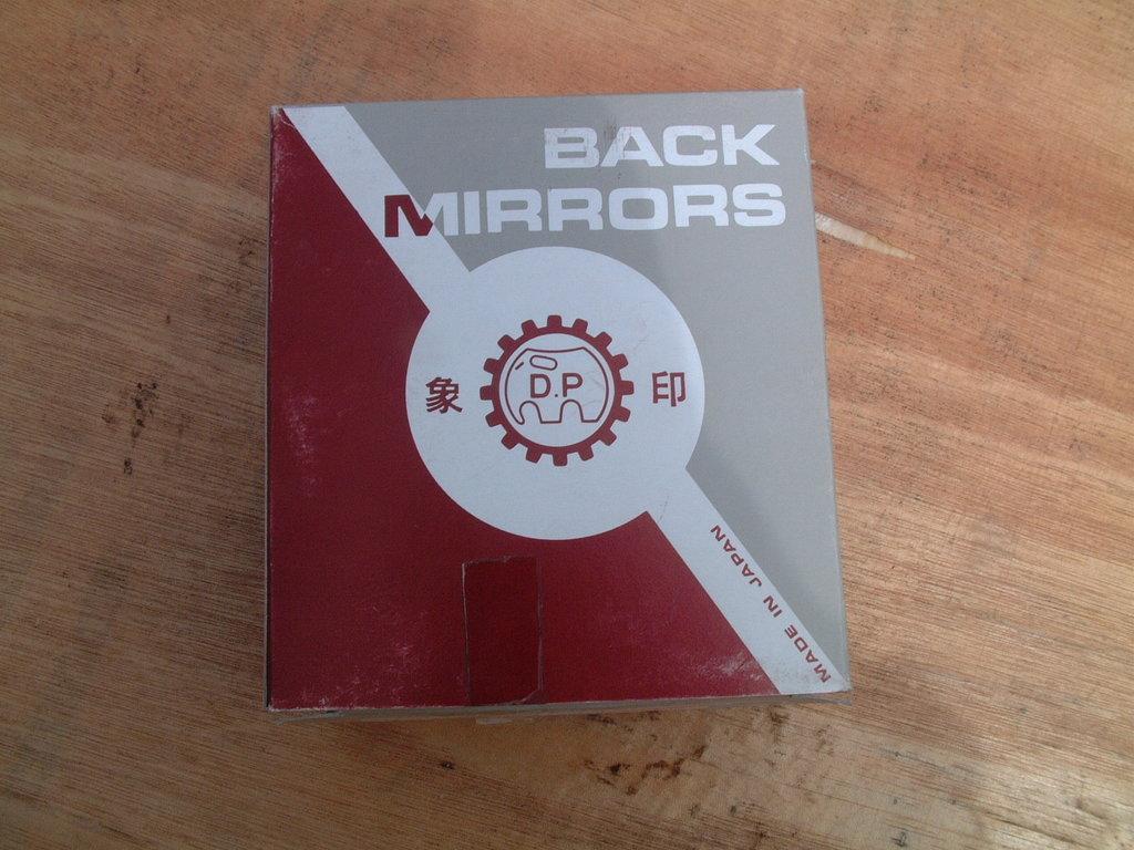"""Это сферическое зеркало куплено случайно в магазине \""""Автомеханика\"""" во Владивостоке. Как оказалось почти оригинал, сделано в Японии."""