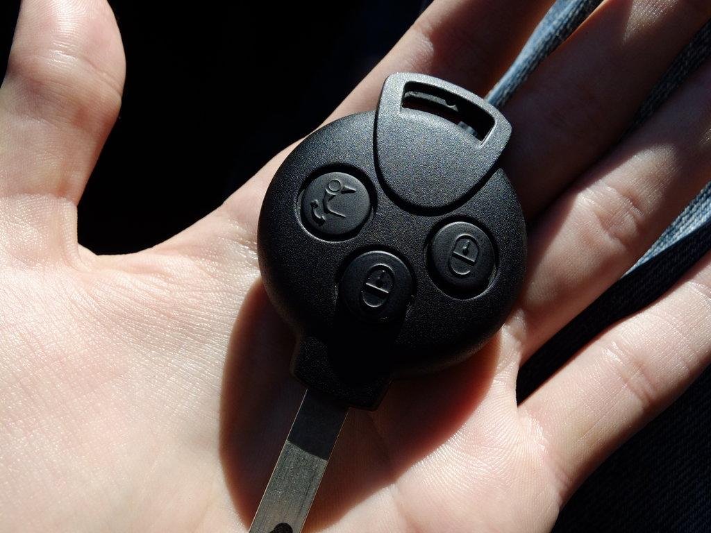Кнопки на этой мондуле имеют обыкновение нажиматься в кармане. Неприятненько.