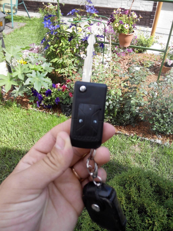Самый нормальный выкидной ключ, держится уже более года, остальных хватало месяца на 2-3.