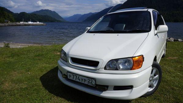 Toyota Ipsum 2000 - отзыв владельца