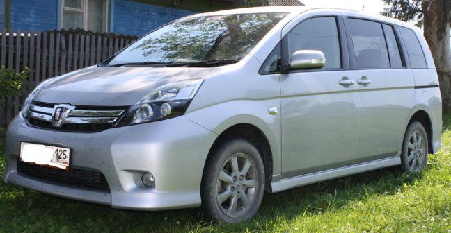 Toyota Isis 2012 - отзыв владельца