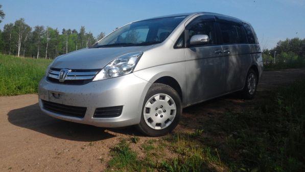 Toyota Isis 2011 - отзыв владельца