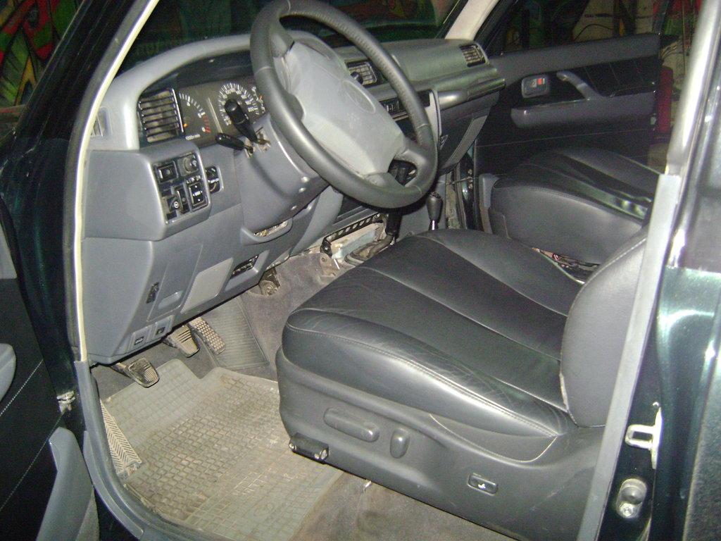 Новые сидения и перетянутый руль.