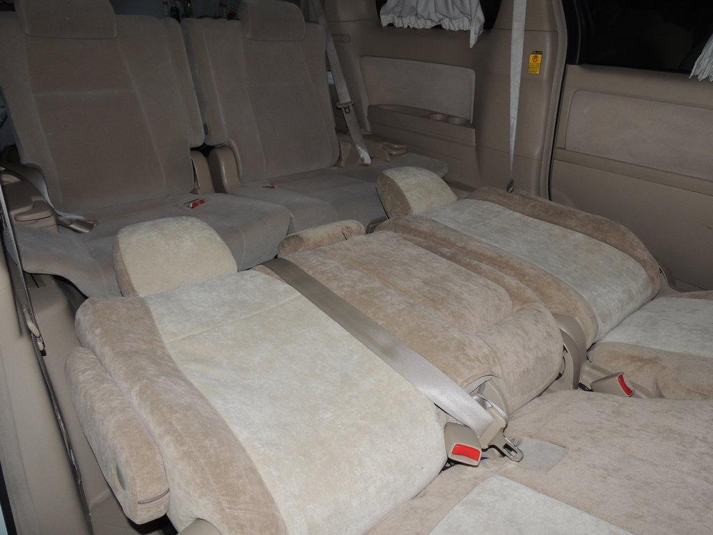 Средний ряд сидений в разложенном состоянии - сверху кидаешь матрас и спишь во весь рост.