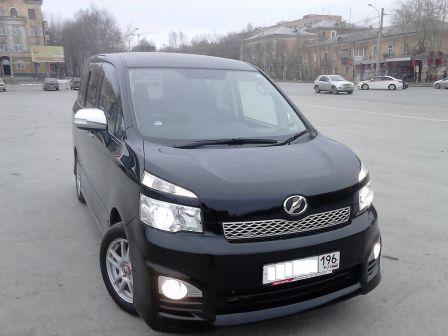 Toyota Voxy 2012 - отзыв владельца