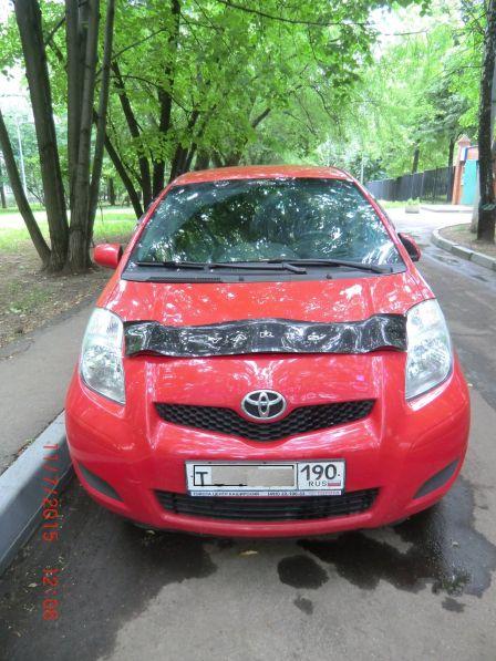 Toyota Yaris 2010 - отзыв владельца