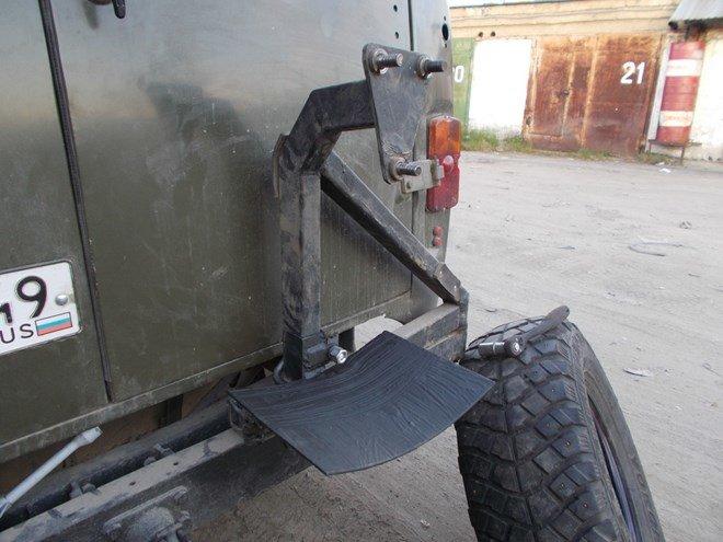 Самодельная задняя калитка. Для уверенности с 35 колесом добавил страховочную площадку.