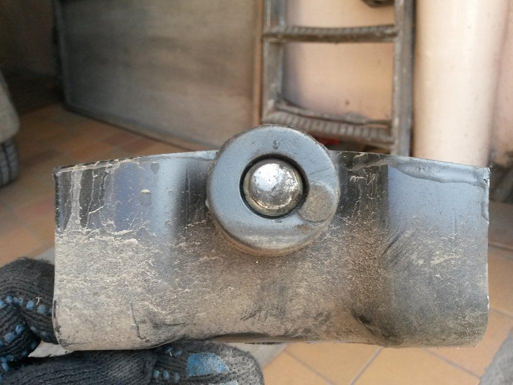 Источник срипа в задней части - противосрывной упор, трет центральной клёпкой об раму (проб. 800км.)