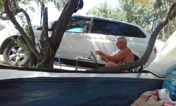 Муж разрешает трогать жену через окно авто