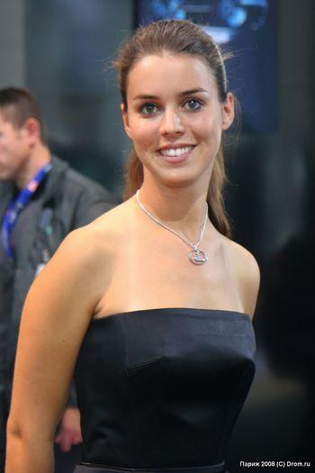 Девушка с экспозиции Lexus