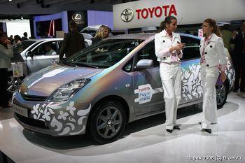 Toyota Prius - концепт гибридного автомобиля с зарядкой от бытовой сети
