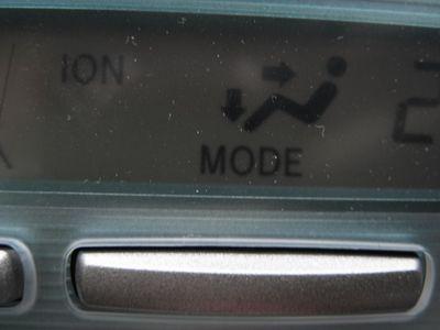 Когда салонный воздух приобретает кислый привкус 100% автоматически включился ионизатор, загорается надпись на климат-контроле «ION».