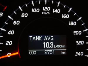 Расчет показывает 11 л / 100км, компьютер — 10,3 л / 100 км.