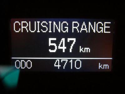 Компьютер обещает пробег 547 км на полном баке, поживем — увидим :)