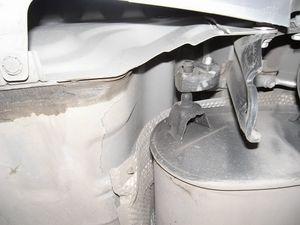 На машине японской сборки есть две буксировочные проушины, которых нет на российской. .