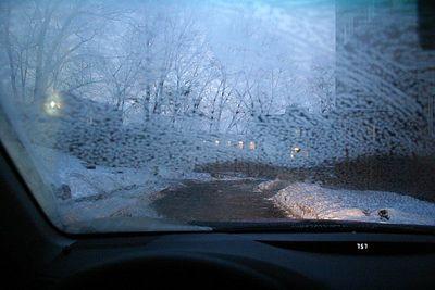 Обогрев переднего стекла работает хорошо. Единственное, что огорчает — размораживать он начинает почему-то с середины, а не со стороны водителя. Это несколько неудобно.