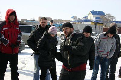 Дима Борисов. Один из организаторов. Объясняет, что: не надо перерулить, не надо перегазовывать, а то...