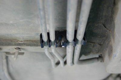Крепление топливопровода
