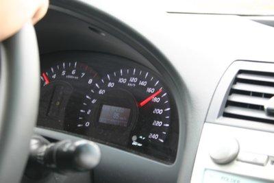 После этой позиции стрелки автомобиль практически перестает ускоряться