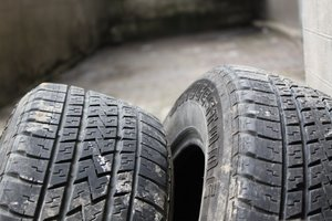 Bridgestone Dueler H/L (Highway/Luxury) 683 215/60 R16 95H