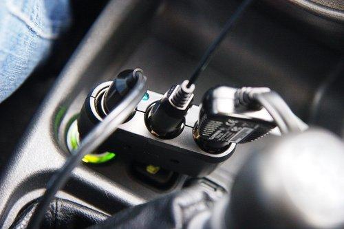 Одновременно включены антирадар, навигатор и инвертор для зарядки ноута и телефона