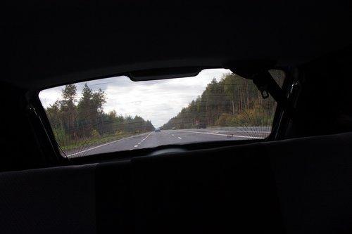 А вот так видно через заднее стекло (многие интересовались, как можно ехать с залепленным задним стеклом). Если присмотритесь, увидите буквы.