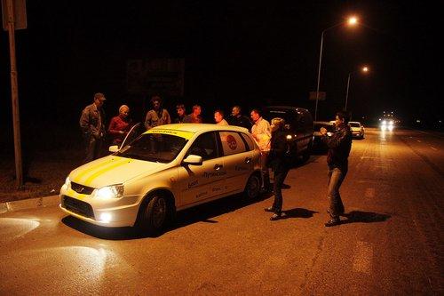 Омичи — отважные ребята, приехали поздней ночью в понедельник смотреть на диковинную машину