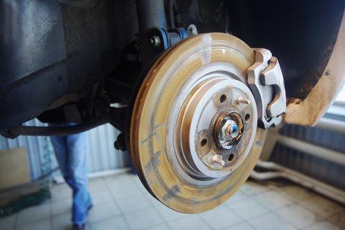 Передние диски выглядят ржавыми