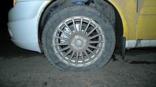 Пробитое колесо, погнутый диск