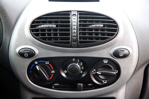 Lada Kalina Sport. Центральная консоль с климат-контролем