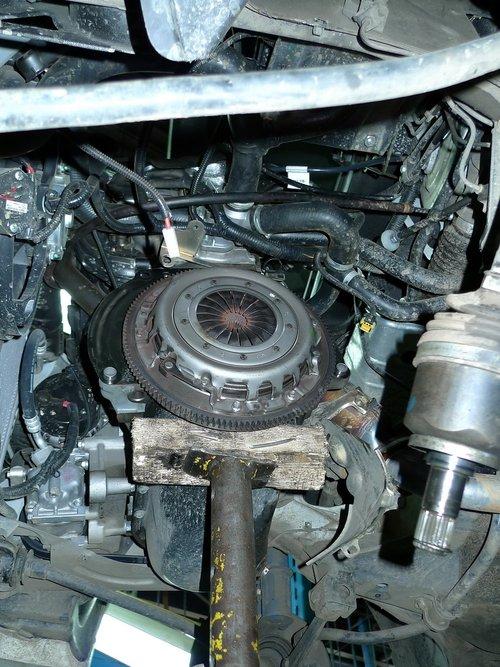 На время демонтажа подперли мотор