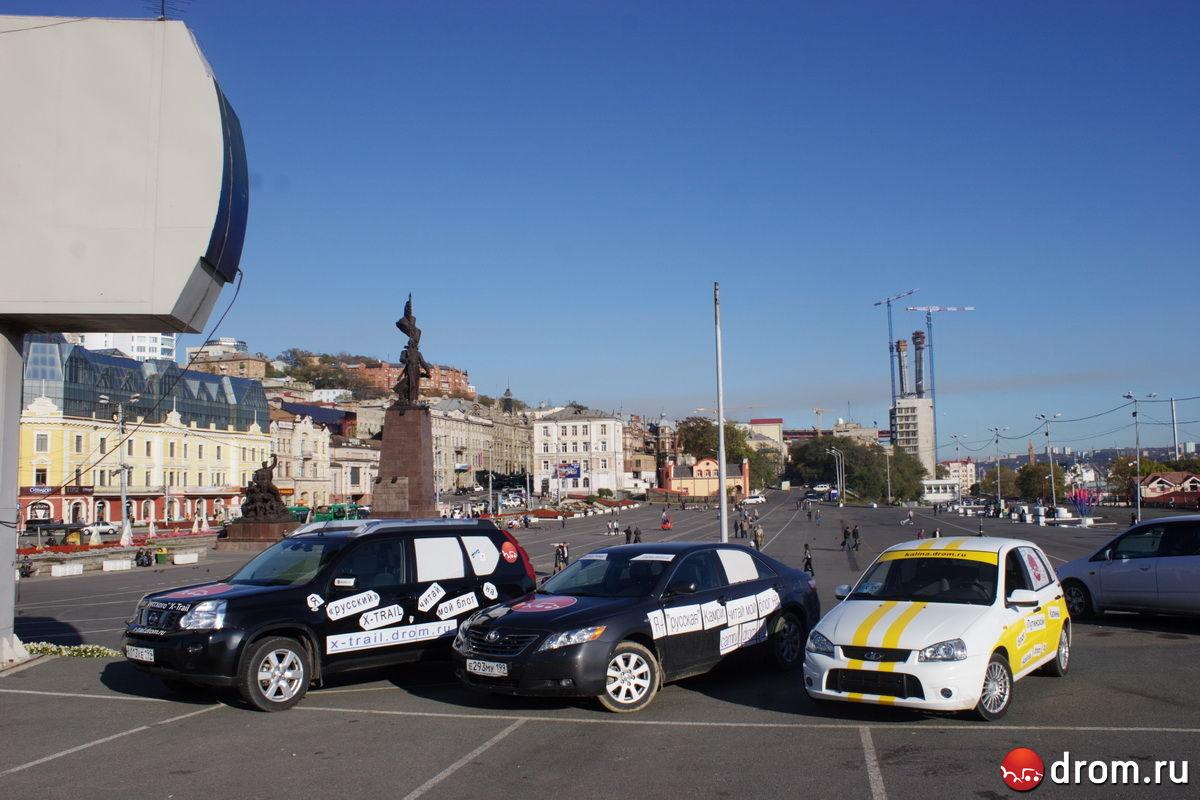 Дромовские машины: Nissan X-Trail, Toyota Camry и Lada Kalina, all made in Russia