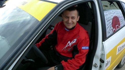 Валерий Ладыгин за рулем Лады Калины Спорт