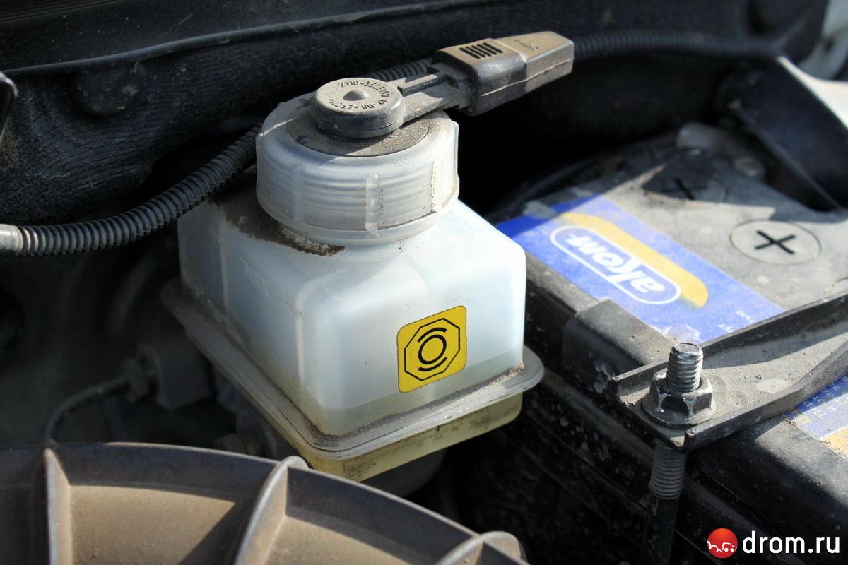 volkswagen polo куда заливается тормозная жидкость?