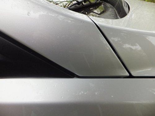 Зазоры возле нижней части передней стойки