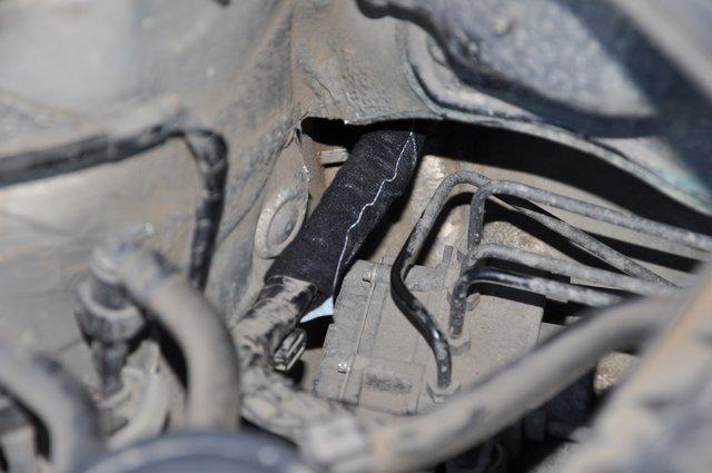 Дополнительно изолирован центральный провод ABS от его возможного перетирания