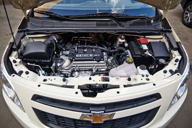 В небольшом подкапотном пространстве Cobalt полуторалитровый мотор выглядит «малышом». Но не смотрите на размер — едет повеселее французского!