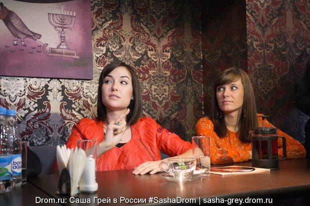 sasha-grey-beret-polnostyu-porno-trahnul-figuristuyu-tetyu-i-ee