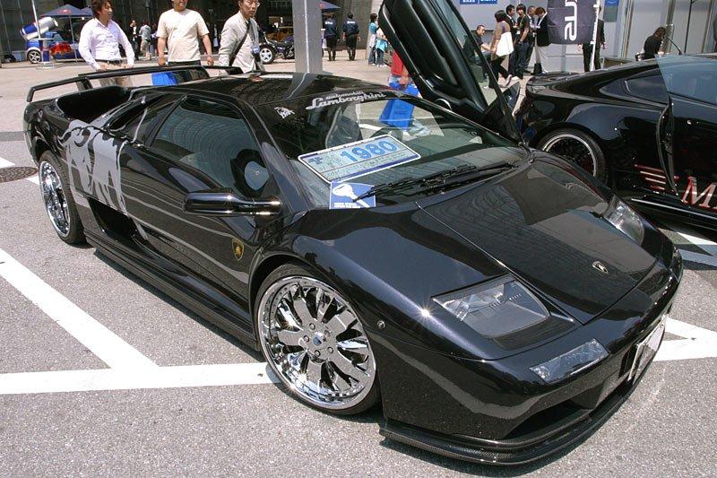 Lamborghini Diablo стоит дороже: 19 800 000 иен (около $190 000).