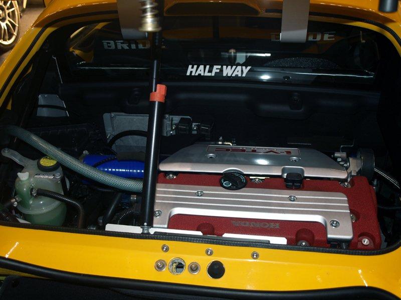 Lotus Exige. Тоётовский двигатель 2zz заменен на хондовский K20A. Максимальная мощность 220 л.с., максимальный крутящий момент 21 кг-м.
