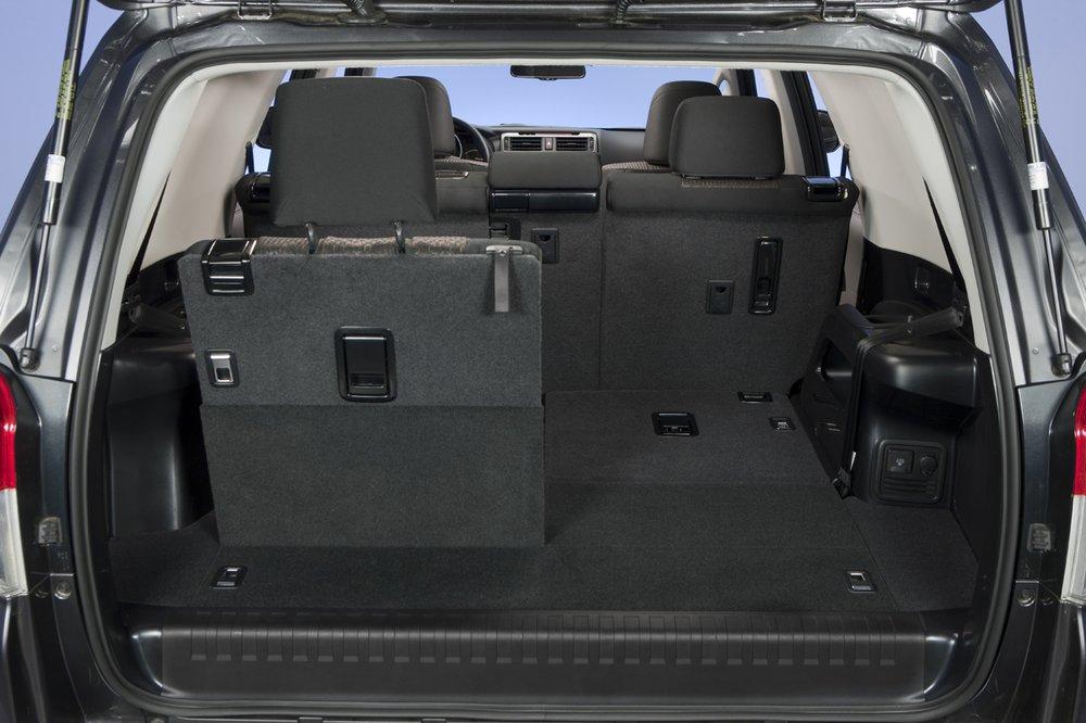 Третий ряд сидений является опцией для Toyota 4Runner