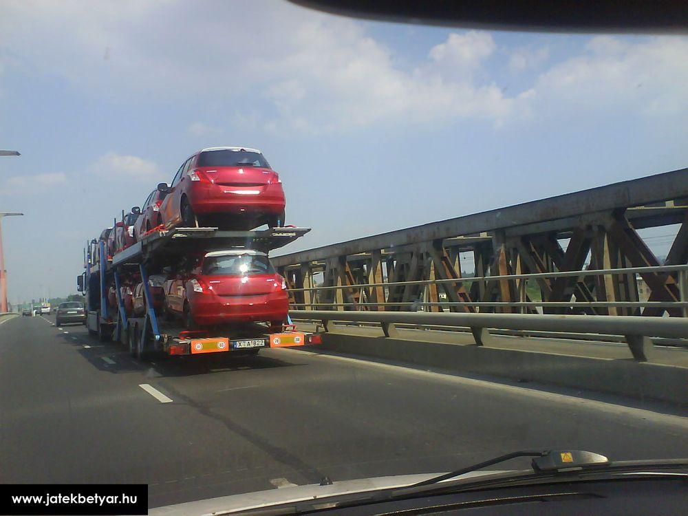 Новый Suzuki Swift на автовозе
