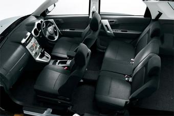 Салон автомобиля Toyota Rush