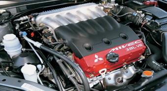 Mitsubishi Eclipse Spyder GTоснащенн 6-цилиндровым V-образным двигателем объемом 3800сс.