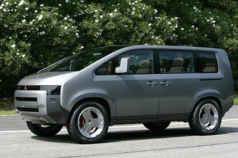 Автомобиль Mitsubishi Concept D:5, представленный на Tokyo Motor Show 2005, является наиболее верояным кандидатом на роль Delica нового поколения