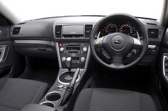 Интерьер салона автомобилей серии Subaru Legacy