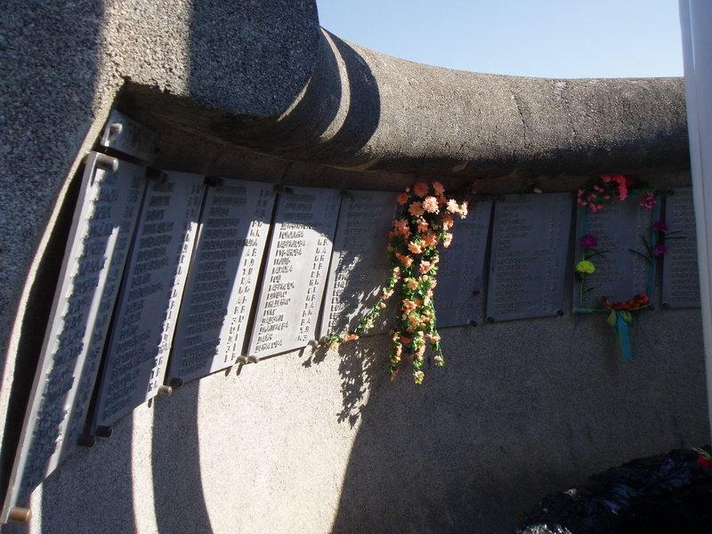 "Кабардинка. Памятник погибшим на ""Адмирале Нахимове""."