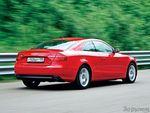 В красном цвете купе выглядит легче и воздушнее. Впрочем, независимо от цвета кузов очень изящен.