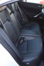 Задний диван Lexus IS F.