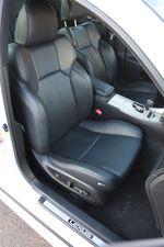 Сидение переднего пассажира в Lexus IS F.